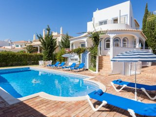 KATHARINA Peaceful villa, private pool, games room,AC,free Wi-Fi, 500m to beach