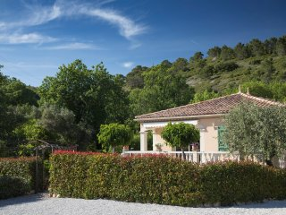 Villa Lucques. Fully air conditioned with private parking and shared pool.