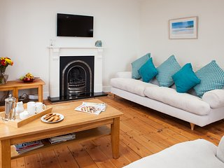 Coastguard House - Sleeps 8 - Stunning Views - Parking for 2 Cars