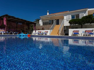 luxury Villa Os Pinheiros in Guia, private pool, close to the beautiful beaches