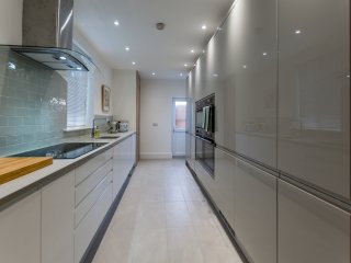 Exceptional 5 bed near city centre