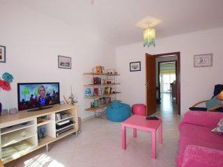Apartamento Ervilha T2 com AC & Wi-Fi perto da praia