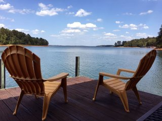 It's A Great Dam View! LAKEFRONT Family-Friendly 3BR/2B Cottage at Lake Hartwell