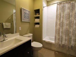 Beautiful Newly Built 2BR Minutes to City Center