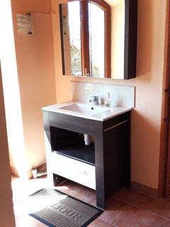 hall d'entrée avec lavabo