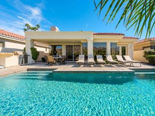 PGA West Golf Luxury Home with Mountain View, Spacious Private Pool, 3 King Beds