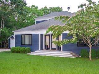 Bridgehampton Spotless Designer Home w/ Heated Saline Pool, Location, Location,