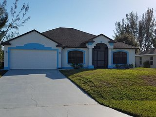 Villa Blue Palm Cape Coral 3/2 Pool Waterfront