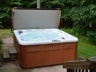 Bighorn Bungalow - Hot Tub, Pool Table, Firepit, 5 BR, 3 Baths, sleeps 12