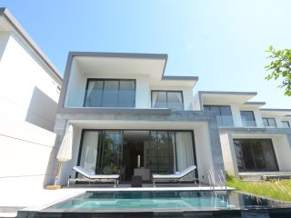 A Perfect Golf & Pool Villa-600m2-3 Bedrooms