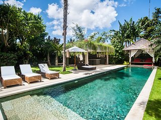 Luxurious 4 bedroom villa with Chef near Seminyak;