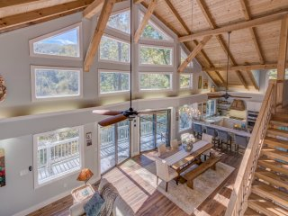 Escape : Stunning Hidden Granite Falls-Easy Feeling Woodland Paradise In Saluda
