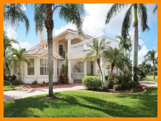 Cape Coral 66 - 5 Star waterfront villa with a private pool and boat dock