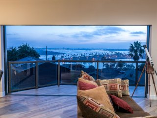 Panoramic Bay/Ocean Views! 2 Blocks from Mission Bay and the Beach!