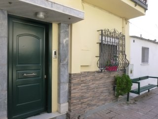 A SMALL APARTMENT WITH EASY ACCESS TO THE CITY CENTER AND THE AIRPORT