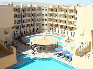 Modern Top Floor Studio with Balcony and Pool Views - Free WIFI