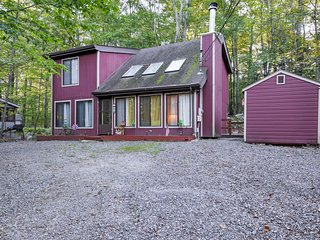 NEW! Private 3BR Lake Ariel Home w/Deck & Fire Pit