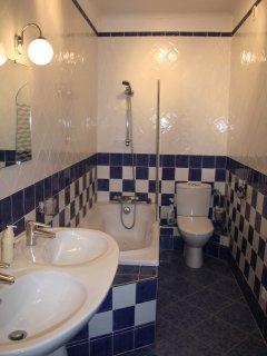 The family bathroom on the first floor