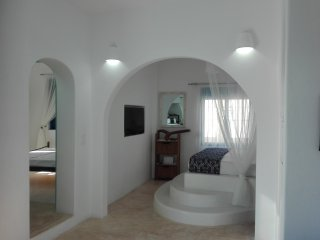 Beautiful greek island house in Megalo Chorio for 4 residents!