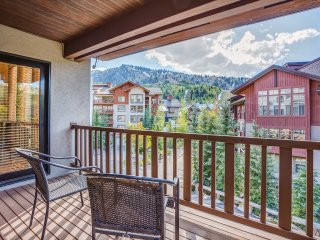 New! Ski-In/Ski-Out 4BR Townhome w/Balcony & Views
