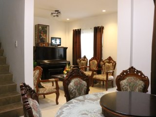 Spacious 4BR House in Tagaytay