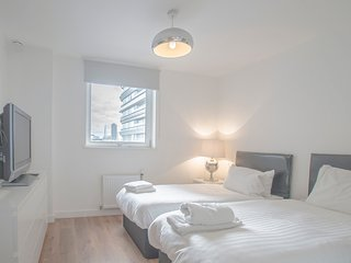 Stunning 2 Bedroom Apartment In The City London    BH0345