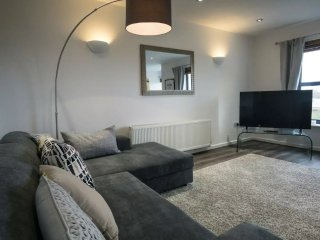 Stylish 2 Bed Apt. short stroll into city centre!