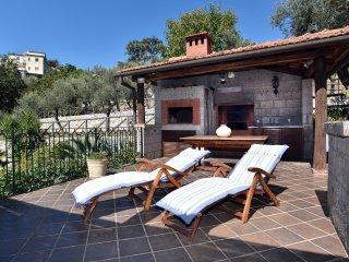 Fantastica villa con piscina e giardino, ideale per gruppi  famiglie e relax
