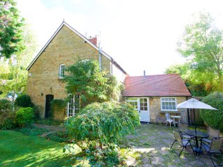 2 Manor Lodge a Cotswold cottage for four
