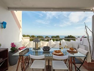 Beach Holiday Apartment Cascais - Sea Views & Pool