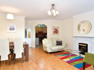 Two Bedroom Deluxe Galway City Apartment. Walking to restaurants shops and pubs.