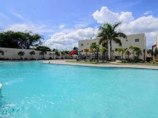 RESORTCONDO-KINGBED-3 AIRCOND-WIFI-3POOLS-SMART2TV