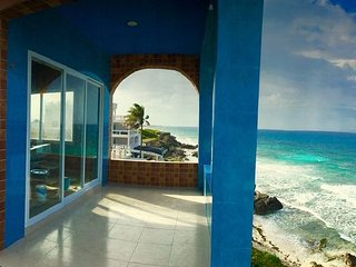 Romantic Ocean Front Rooftop Master Suite w Stunning 360 View Great for Couples!
