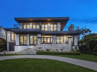 A WRIGHT HOUSE - SENSATIONAL PROPERTY/ PANORAMIC OCEAN VIEWS
