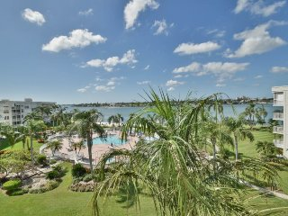 Bahia Vista II | Lovely condo with water views