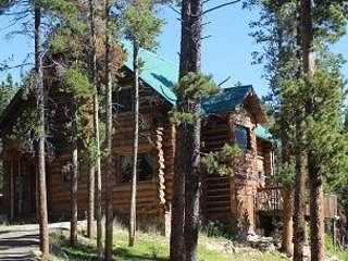 Escape to Moose Meadow Log Cabin