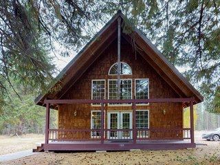 Spacious, cabin-style home w/ private hot tub, jetted tub, & more - dogs OK!