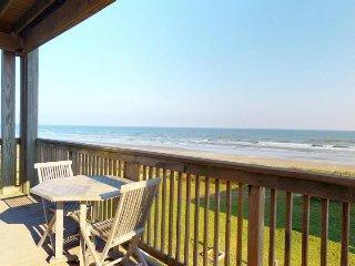 Oceanfront & sunny dog-friendly home w/ Gulf Coast views