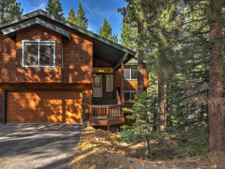 Spacious 4BR South Lake Tahoe House w/ Hot Tub!