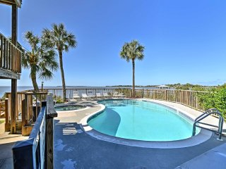 NEW! Beachfront 2BR Cedar Key Condo w/ Pool & Spa!