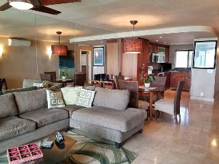 Beautiful Luxury Oceanfront Condo- Oceanside Master BedRm, A/C, Great View,Wi