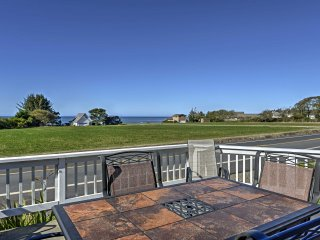 NEW! Spacious 2BR Brookings Home w/ Ocean Views!