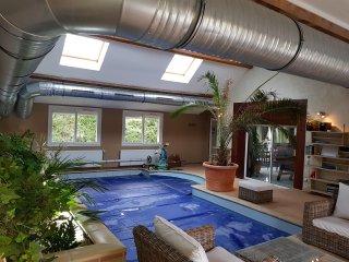 maison avec piscine interieure chauffée