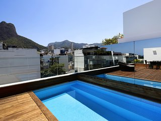 Rio110-Luxury 4 bedroom penthouse with private pool at one block from the beach