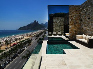 Rio221-4 bedroom penthouse beachfront with pool in Ipanema