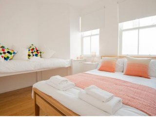 Brighton Metro Pad Central Location - Sleeps 8 (12 with SofaBeds)