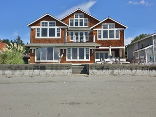 Luxury home on Whidbey Island: waterfront, coveted Mutiny Bay.