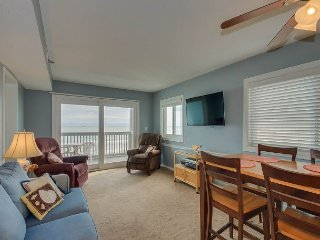 Spacious 3rd floor, direct oceanfront condo, close to attractions