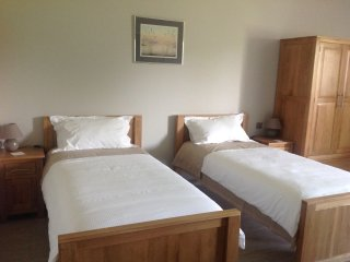 Twin Beds Self-Catering Studio, Confortable & Modern