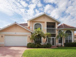 Villa Claire - 2 Story Gulf Access Pool Home Sleeps 6